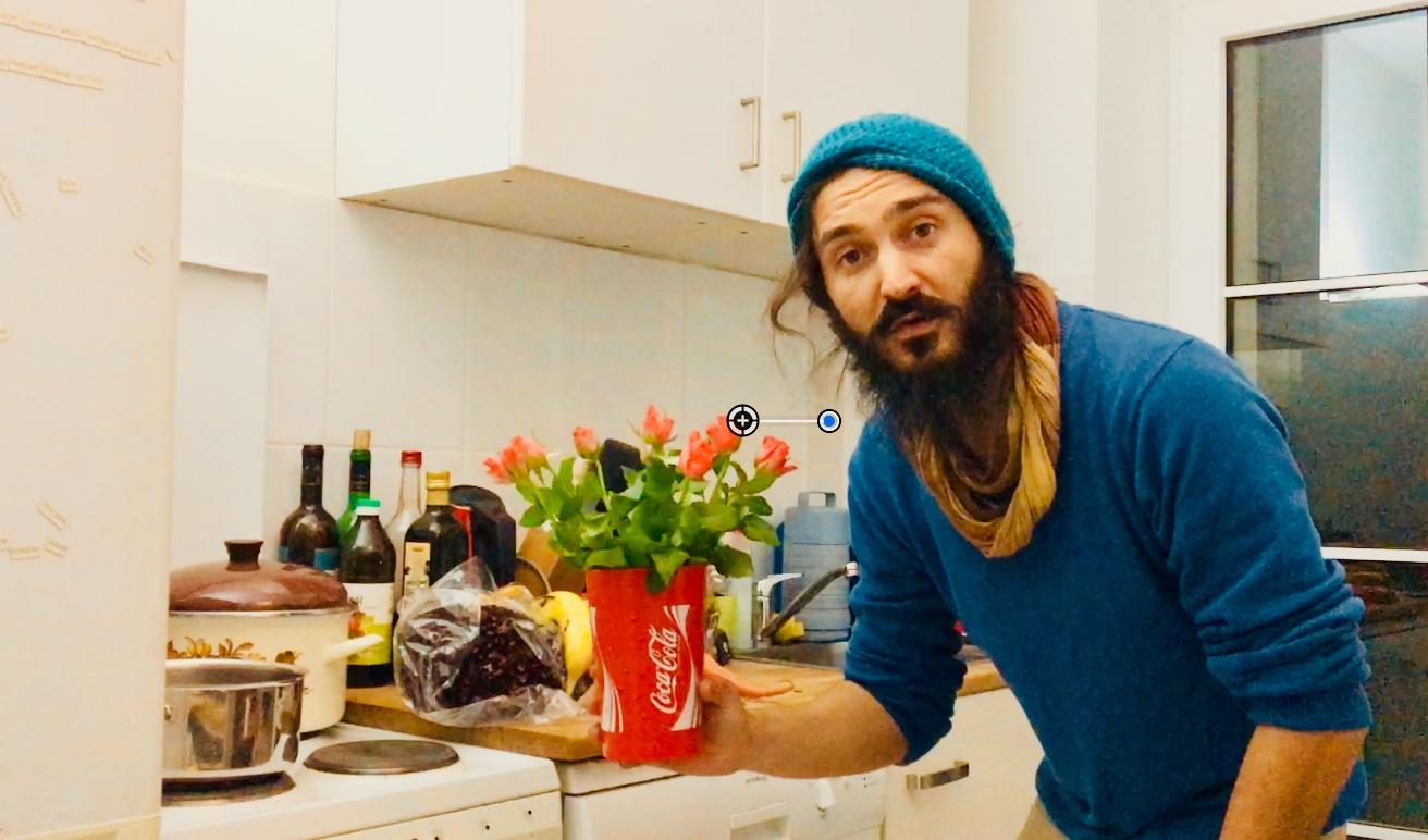 Alex Cio zeigt containerte Lebensmittel nur von einem Supermarkt